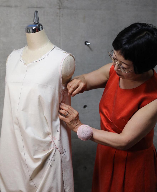 オーダーメイド服の仮縫いチェック(トワルチェック)